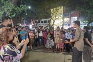 Street Show in Pondy Bazaar